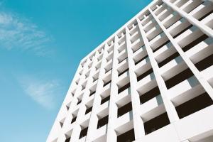 Czy warto podpisać umowę z agencją nieruchomości